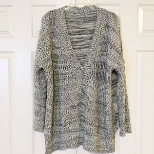 Oversized slouchy gray v-neck sweater EUC. XL.
